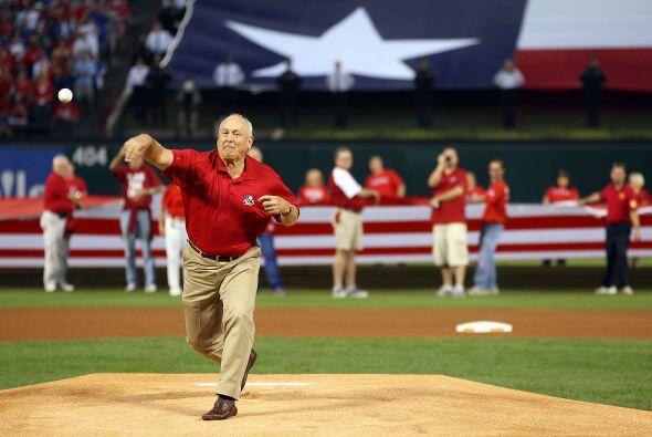 La superestrella y ex pitcher de las Grandes Ligas Nolan Ryan, quien tam...