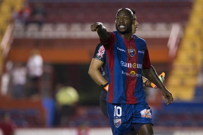 Achille Emana (Camerún) jugó en Cruz Azul y Atlante. Internacional con s...