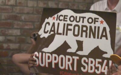 Grupos pro inmigrantes abogan por la ley que convertiría a California en...