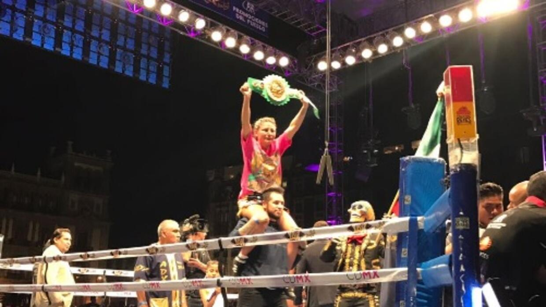 Mariana Juárez conquistó el título Gallo del CMB.