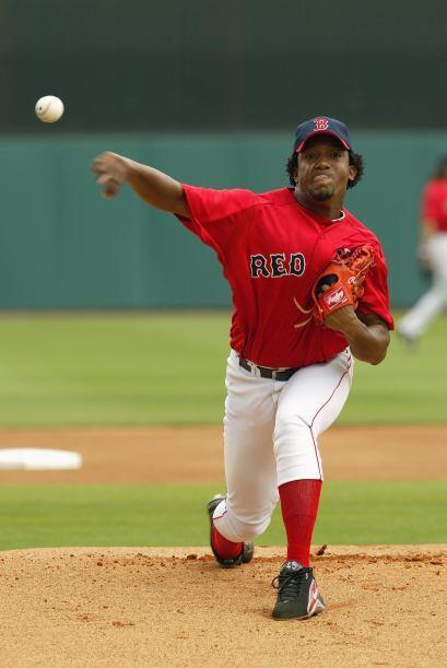 Martínez se fue de 16-9 en 2004, a pesar de una inusual efectividad de 3...