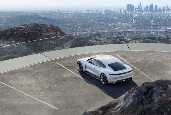 El exterior del Porsche Mission E Concept, presenta un diseño con unas l...
