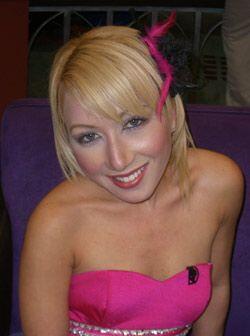 La modelo profesional Karla Sánchez que ha participado en 4 video...