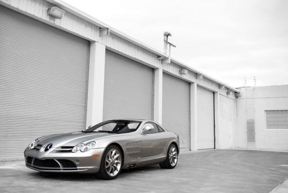 El SLR es uno de los modelos más deportivos creado por la marca alemana....