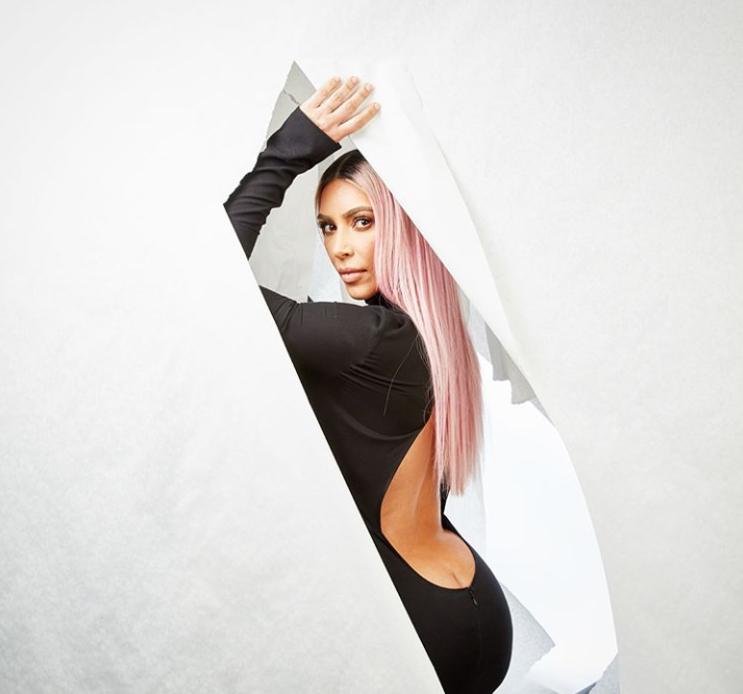 Kardashian optó por un ajustado vestido negro. Hasta el momento, no ha h...