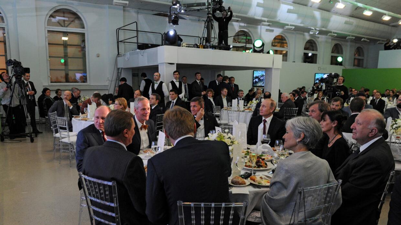 La mesa principal de la gala de Russia Today en la que se sentaron Vladi...