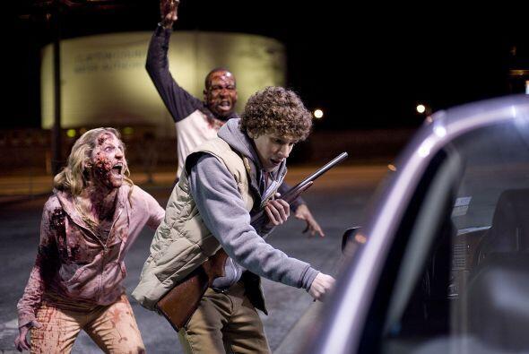 Y, si tuvieras atrás de ti a dos zombies aterradores ¿podrías abrir la p...