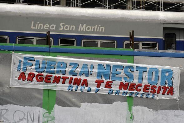 Cuando abandonó el sanatorio Nestor Kirchner confirmó a la prensa que se...