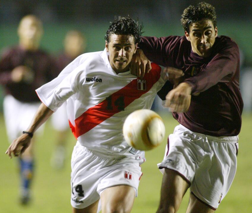 Nápoles arrolla al Benevento y el Milan no falla ante Udinese AP_0407090...