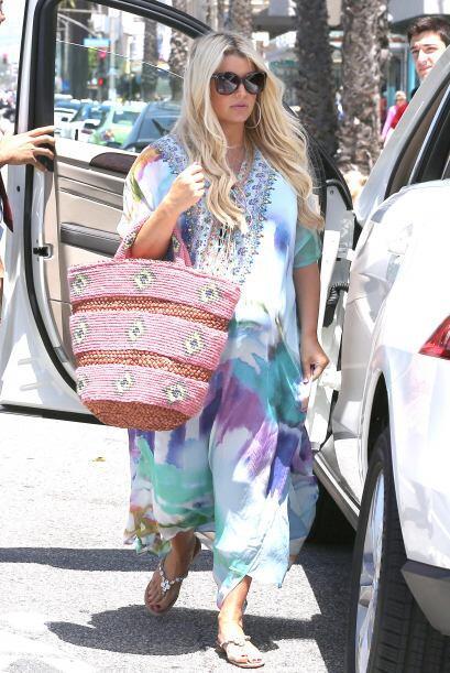 Jessica Simpson le entró a la moda 'hippie' con atuendos estampados y tú...