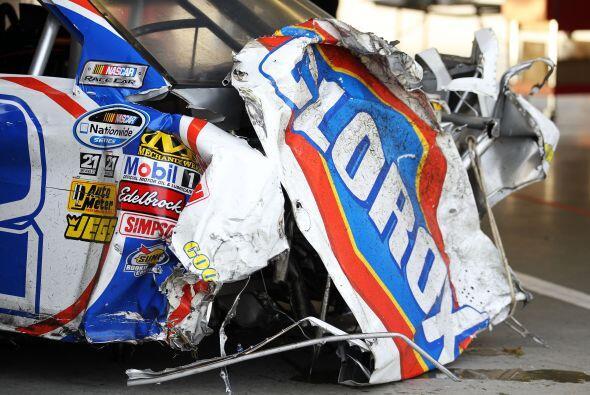 El frente del auto del equipo Turner Scott Motorsports quedó destrozado.
