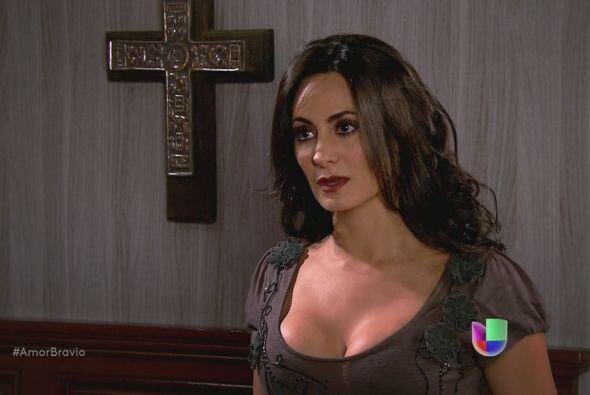 Teresa le dice a Dante que espera un hijo de él.
