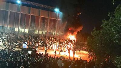 Protesta en UC Berkeley contra un editor de la web supremacista blanca B...