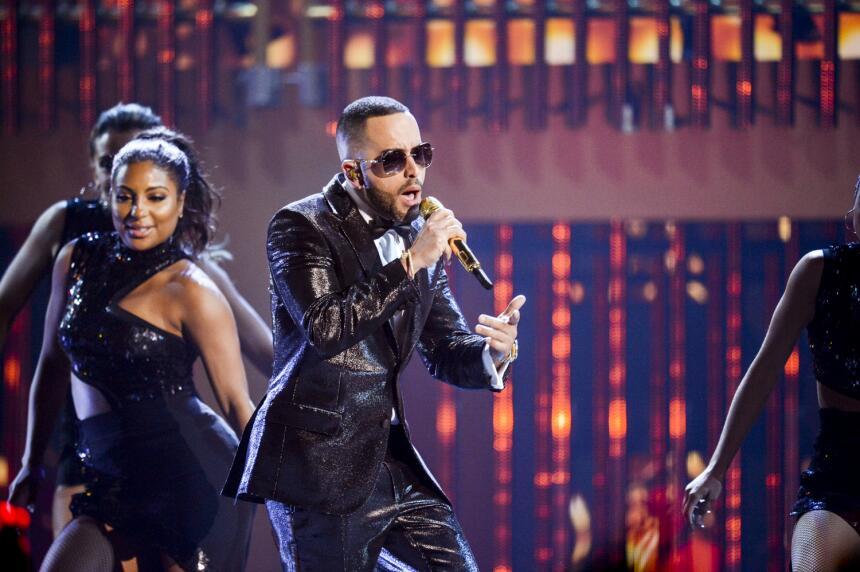 Yandel acompaña a Mr. 305 en el escenario de #PremiosJuventud en...