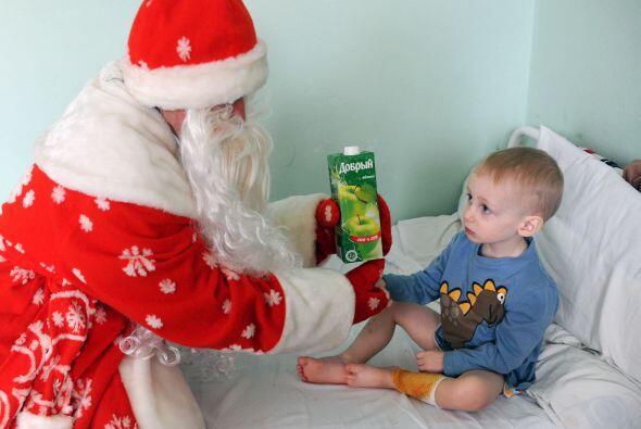 Santa también visita a niños enfermos.