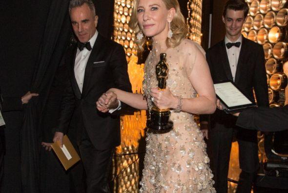 """Cate Blanchett, la mejor actriz del año,  en la celebración de los """"scar..."""