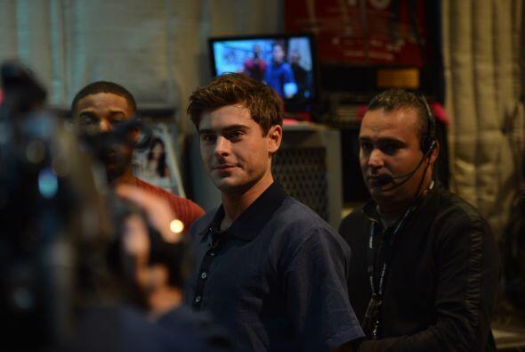 Guapo y encantador, Zac Efron llegó a la casita de Despierta América, mu...