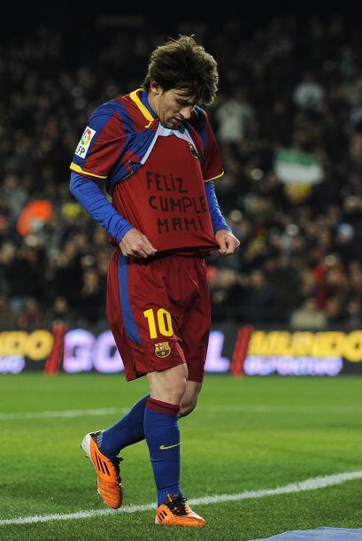En el día del cumpleaños de su mama, Messi le dedicó el gol anotado ante...