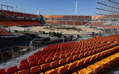 El estadio principal de los Juegos de Peyongchang durante su construcci&...