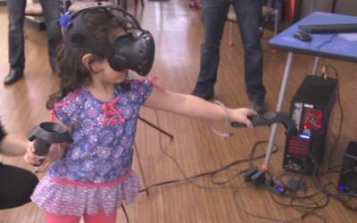 Niños del hospital Cook se divierten gracias a la realidad virtual