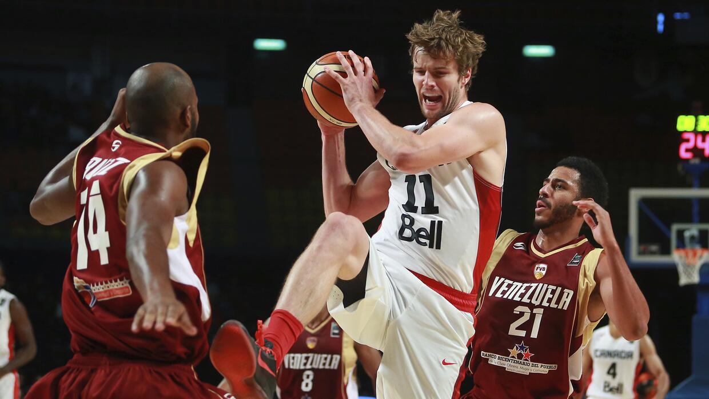 Canadá saltó a la cancha con cinco de sus NBA imponiendo el ritmo del pa...
