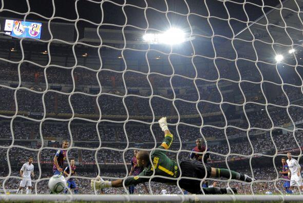 Tras un tiro de esquina, el balón quedó en los pies de Xabi Alonso, que...