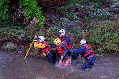 Lluvias en el sur de California causaron la súbita crecida del Río de Lo...