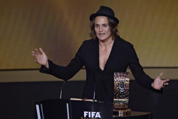 NADINE ANGERER (GER) | La portera titular de la selección alemana juega...