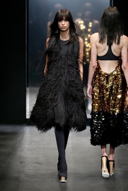 La diseñadora Vera Wang presentó su colección primavera-verano 2016, la...