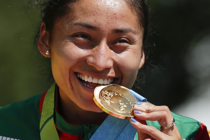 A un kilómetro para la meta, María González iba a l...