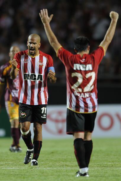 Juan Sebastián Verón volvió a ser la brújula del equipo platense aunque...