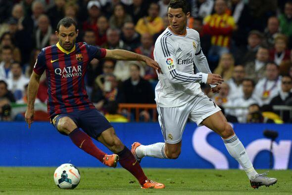Iniciaba el ansiado duelo y el Madrid buscó hacer daño con su velocidad...