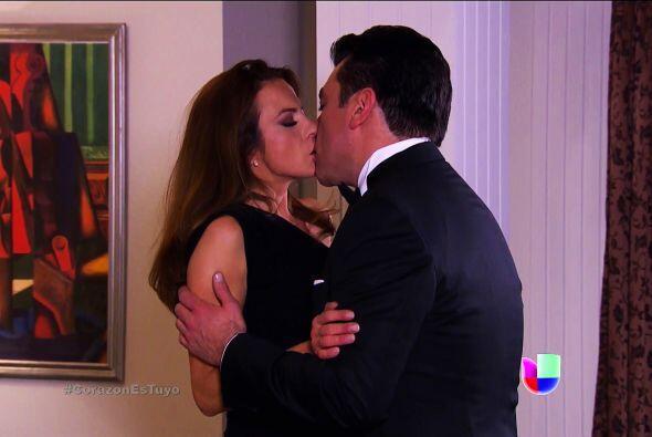 ¡Ahhh! Y te vas a enojar más cuando veas los besos que Ana y Fernando se...
