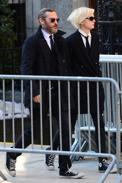 Joaquin Phoenix asistió a despedirse de su amigo. Más videos de Chismes...