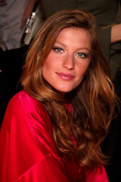 Por un pequeño tiempo, esta guapa modelo se despidió de sus mechas rubia...