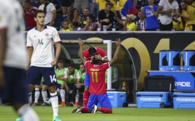 Johan Venegas celebra gol ante Colombia