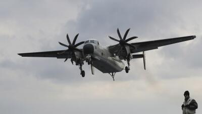 En esta imagen del 14 de marzo de 2017, un avión C-2 Greyhound de...