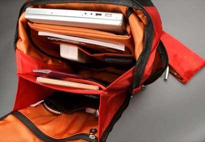 Para llevar todos tus gadgets, incluida tu portátil, esta maleta Boa de...