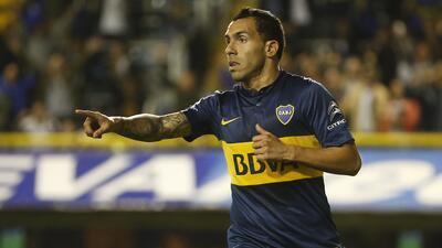 Boca Juniors golea a Banfield y se afianza en el liderato