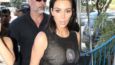 La famosa de 36 años portó este ajustado vestido con trans...