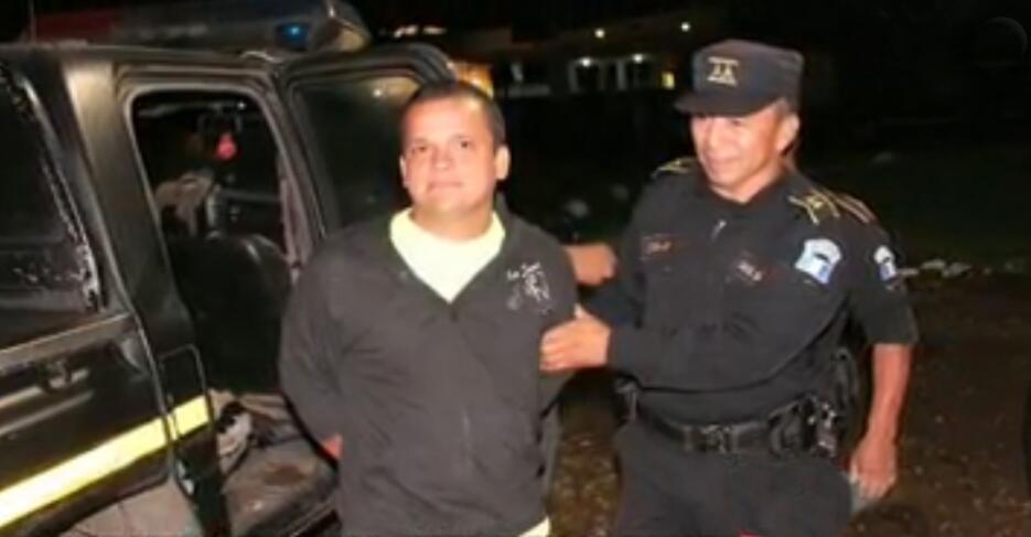 A Morente Dubón se le acusa de asesinato en primer grado y evasión de la...