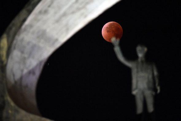 La siguiente imagen fue tomada durante el eclipse en el Memorial Jusceli...