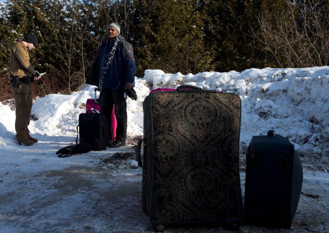 En fotos: la desesperada carrera de una familia sudanesa a la frontera c...