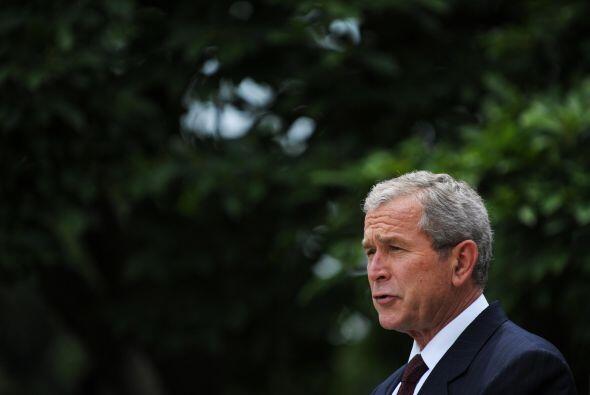 Pese a estos problemas, Bush fue visto como un republicano de mano dura...