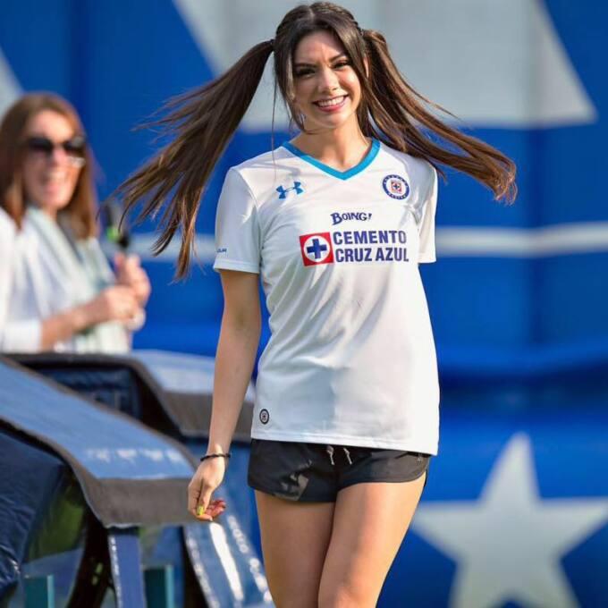 Michelle Pérez, una fanática muy sexy del Cruz Azul 15032230_92385526775...