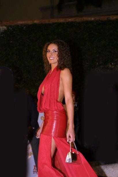 Bárbara Mori causó furor con este vestido rojo, pero sobre todo con ese...