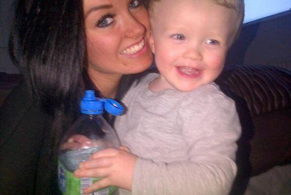 Ella es Sammie Welch y su pequeño hijo Rylan.