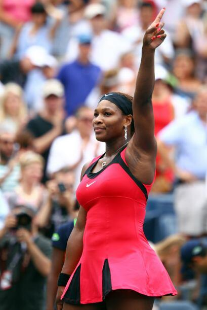 Serena Williams[28] superó a Ana Ivanovic[16] por 6-3, 6-4.