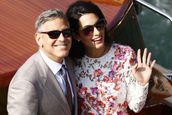 Así reaparecieron Geroge y Amal tras su boda.