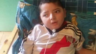 Este niño de 5 años murió porque dependía de una máquina para vivir y le cortaron la luz por una deuda